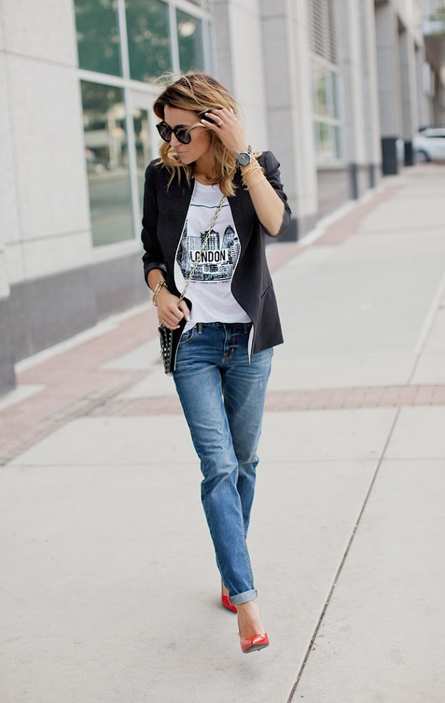 The closet staple graphic tee 39 s hello fashion for White t shirt outfit