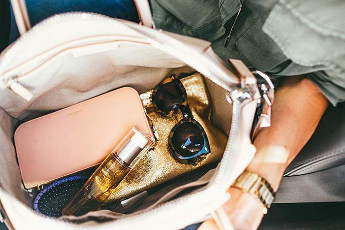 whats inside my purse hello fashion