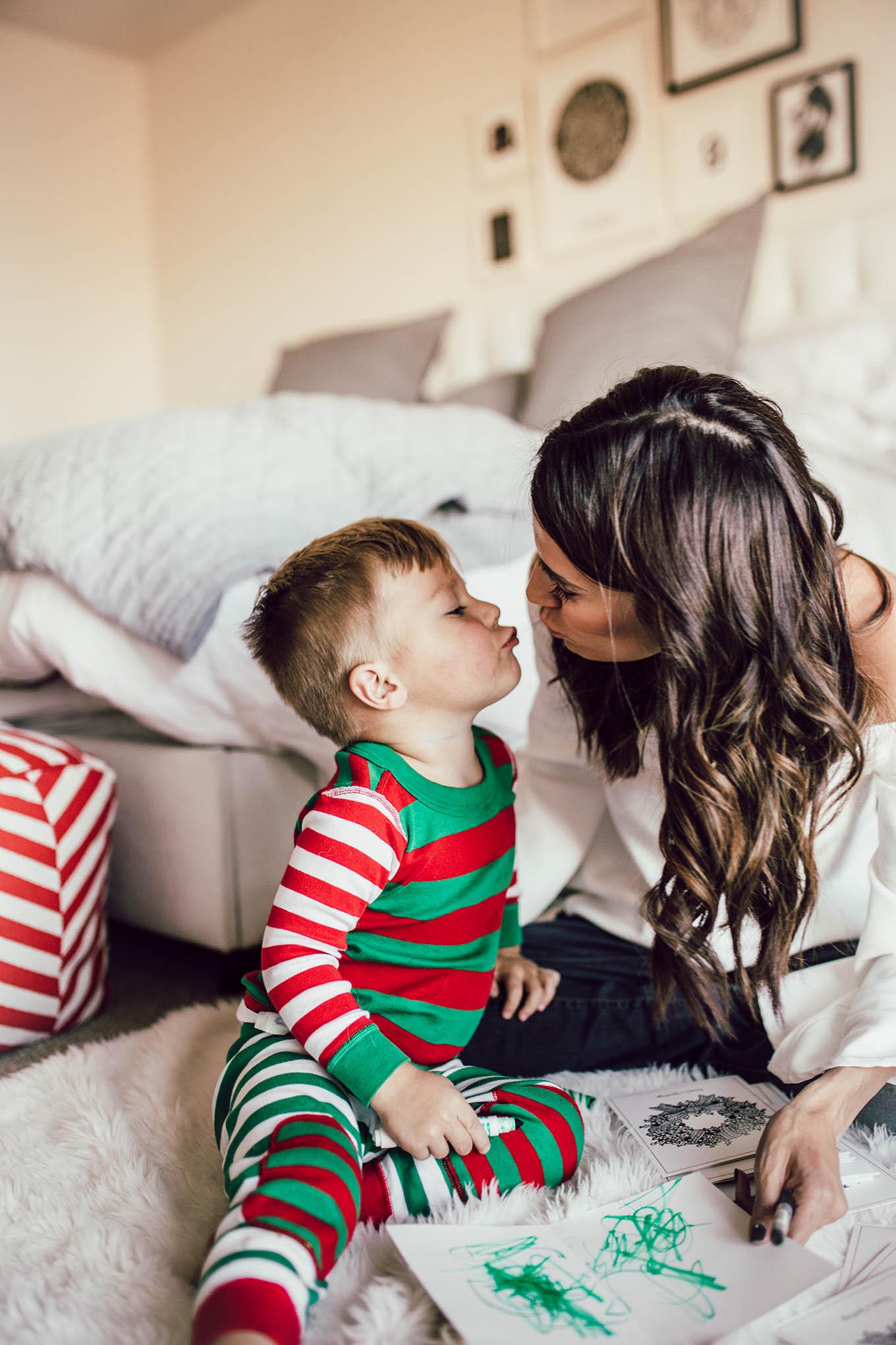 christmas kisses hello fashion