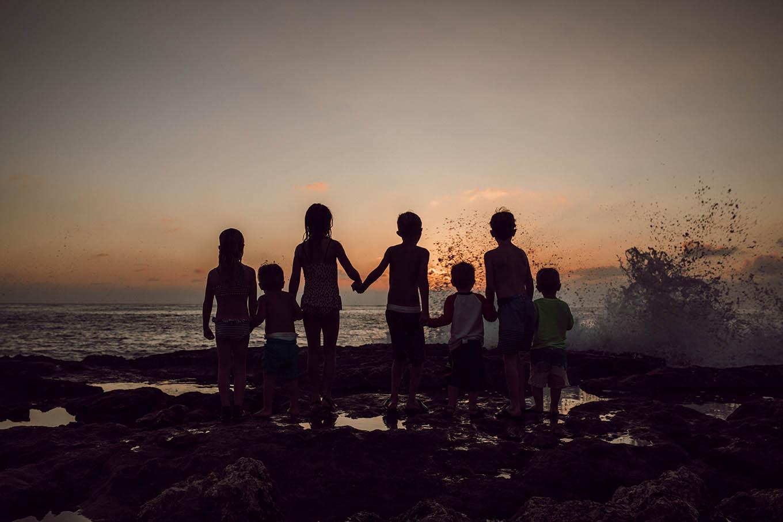 kids sunset in hawaii