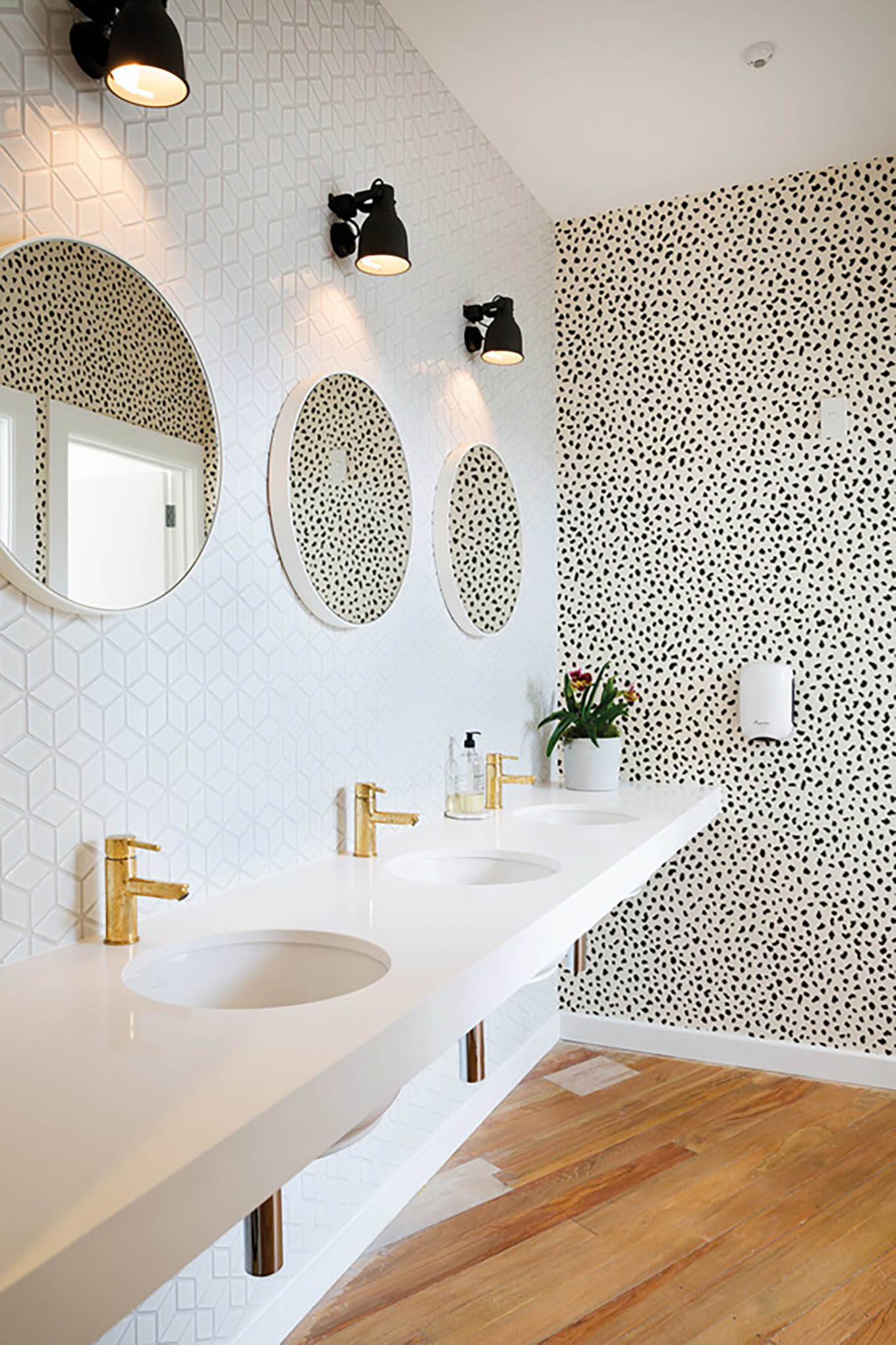 3 Powder Rooms That Will Make You A Wallpaper Believer Hello Fashion