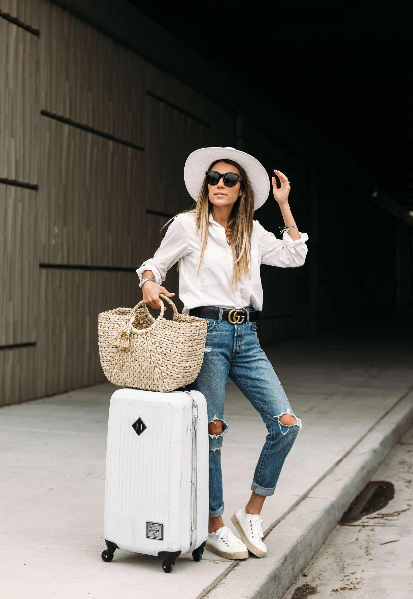 hello fashion travel style